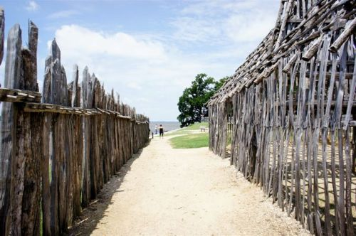 Fort rebuilt at the old city Jamestown site