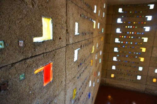 Textile Blocks with cast-glass inserts in the Pfeiffer Chapel